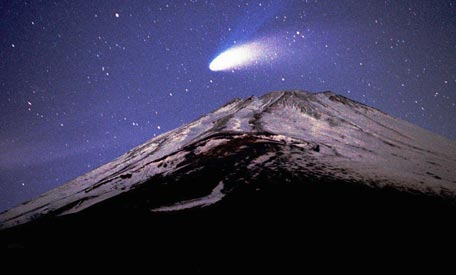 Comet above the Mountain